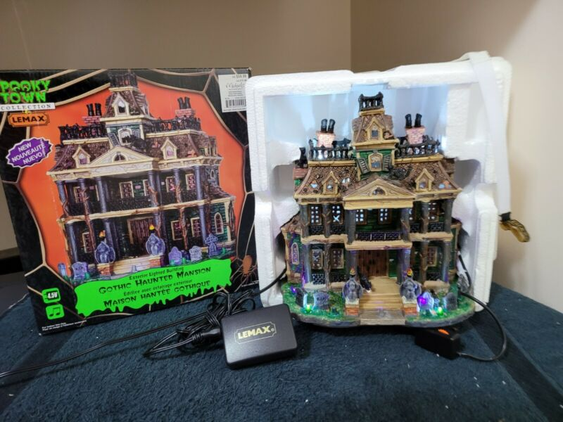Gothic Haunted Mansion - 2011 Lemax Spooky Town - RETIRED - Excellent Used Cond.