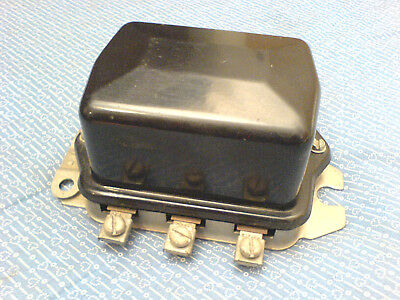 Case Ih International Harvester 404 560 Voltage Regulator 121579c1 Nos H-33