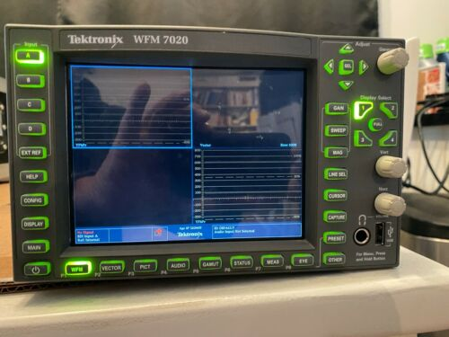 Tektronics WFM 7020 Waveform Monitor High definition HDSDI half rack