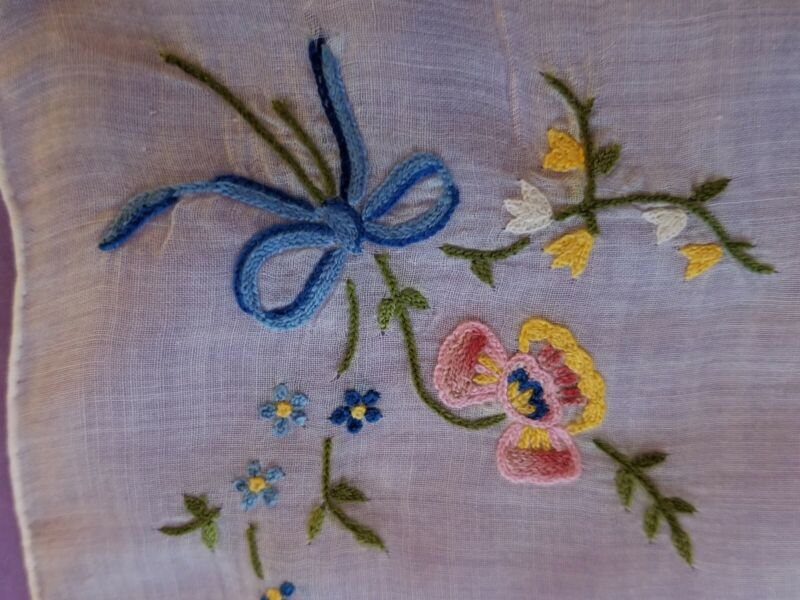 VINTAGE LINEN MADEIRA HAND EMBROIDERED FLORAL FLOWERS BOWS HANDKERCHIEF HANKY