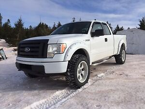 2010 F150 4x4. Low kms. New tires. Great shape. Finance