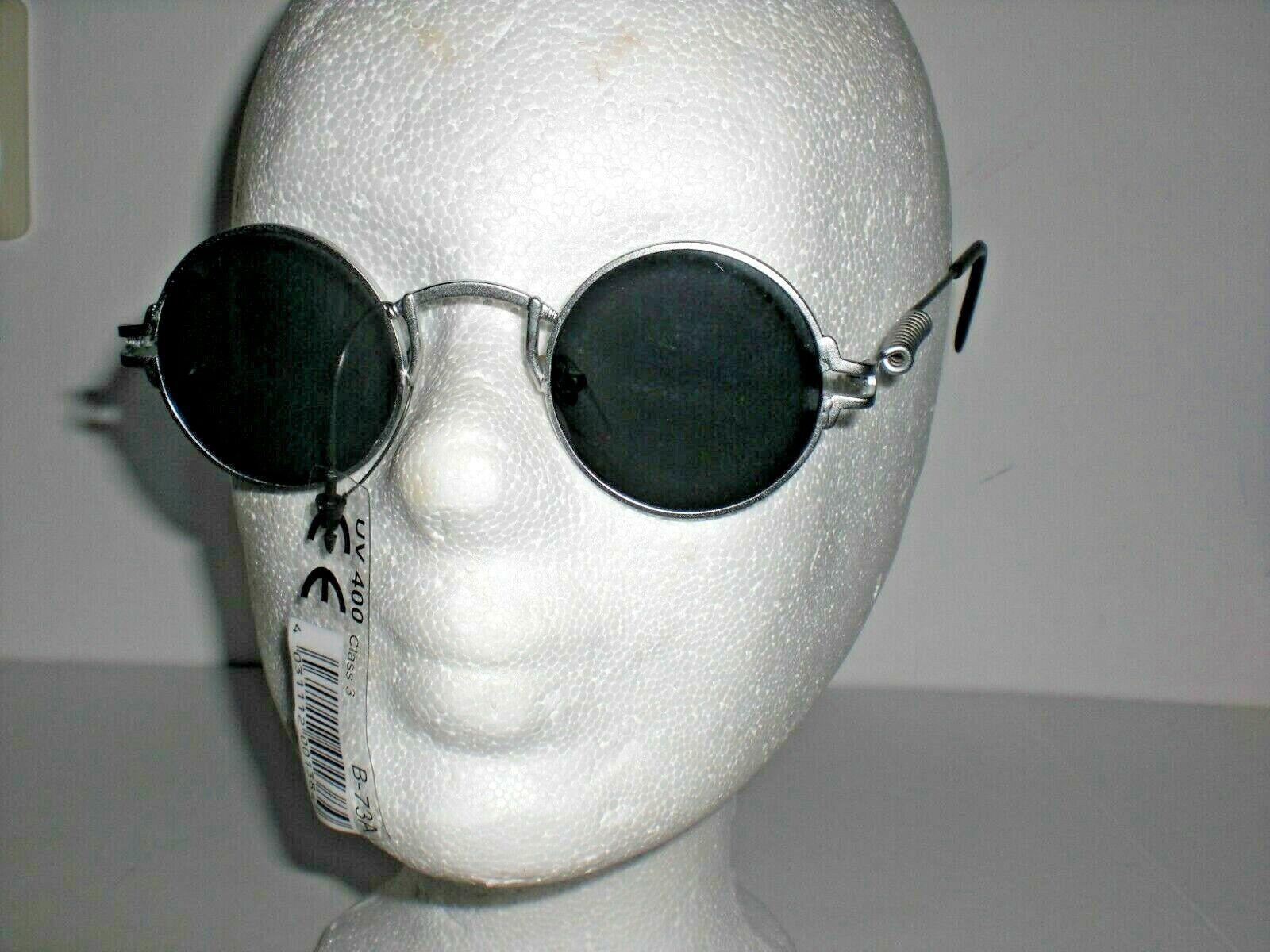 Sonnenbrille silberfarbig, runde Gläser, Metallrahmen, dunkle Gläser, mit Feder