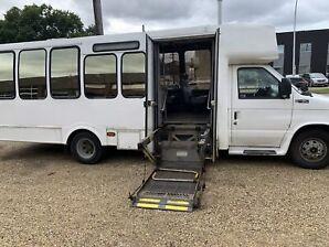 2001 Ford E450 v10 bus