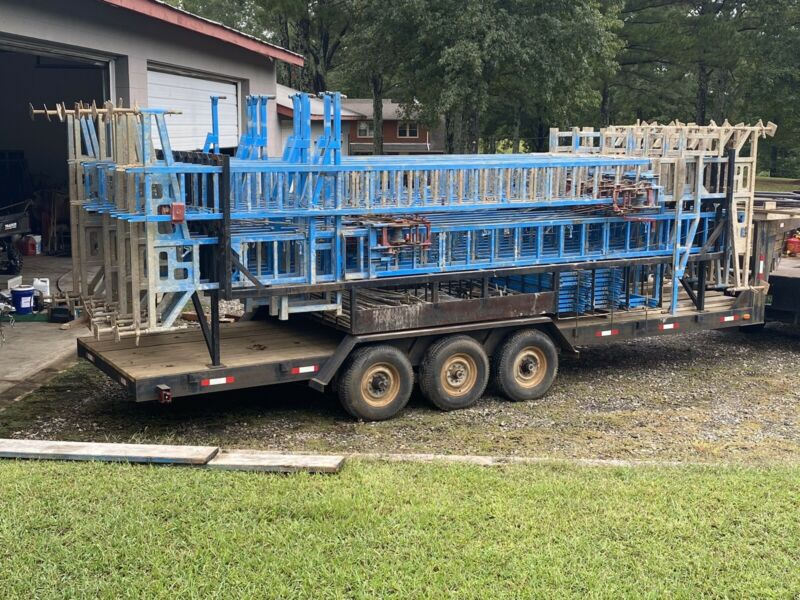 Crank Up Scaffolding With Trailer