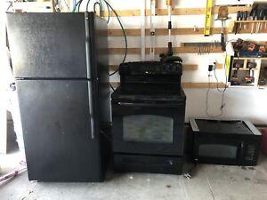 GE brand Kitchen appliance set
