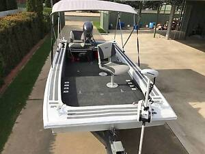 4.5m Quintrex Slogger Boat Punt Tinny 60 HP Yamaha Electric Motor Deniliquin Murray Area Preview