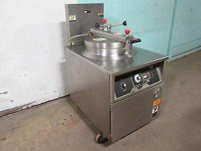 B K I - Fkm-f Commercial Hd Large Capacity 208v 3ph Electric Pressure Fryer