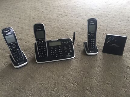 Uniden Cordless Bluetooth Phone 3 handsets
