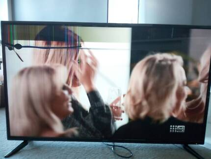 55 inch UHD TV Ultra HD TV Signify Brand 1 Year Old Screen Defect
