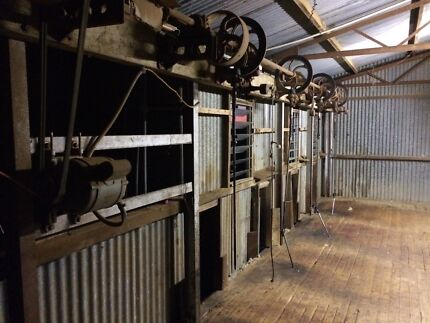 Overhead shearing stands