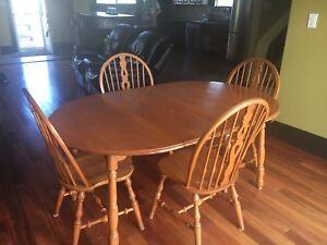 Rockston kitchen table