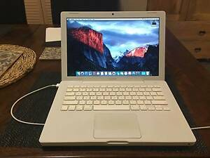 Macbook 13 inch (Early 2009) Kingsford Eastern Suburbs Preview