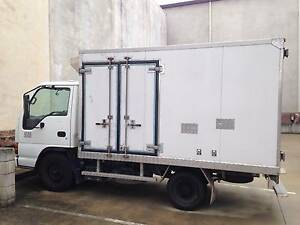 REFRIGERATED PANTECHNICON TRUCK 2005 Isuzu NKR200 Medium GVM 4490 Mango Hill Pine Rivers Area Preview