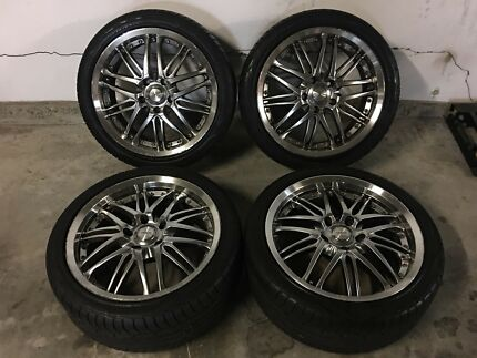 18 inch holden commodore mag wheels  (negotiable)