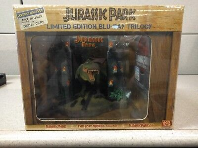Jurassic Park: Ultimate Trilogy Limited Edition Gift Set Blu-Ray + Digital Copy