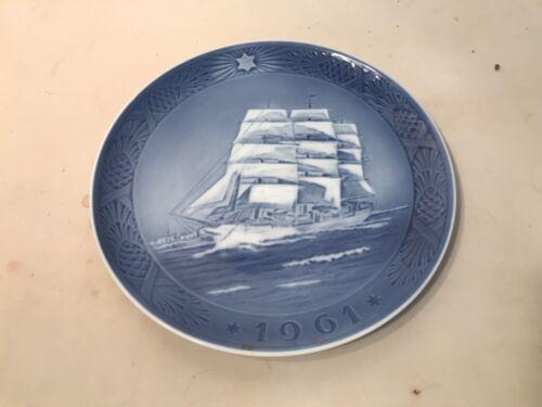 1961 ROYAL COPENHAGEN DENMARK KAI LANGE' THE TRAINING SHIP SKOLESKIBET PLATE