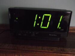 Westclox oversized digital snooze alarm with battery back up. real nice