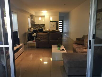 Room, Private Bathroom, 1 Housemate, Internet included
