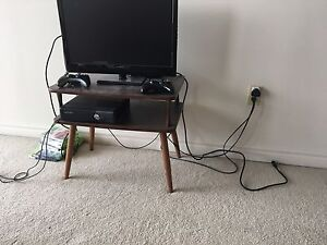 Table with dual shelf