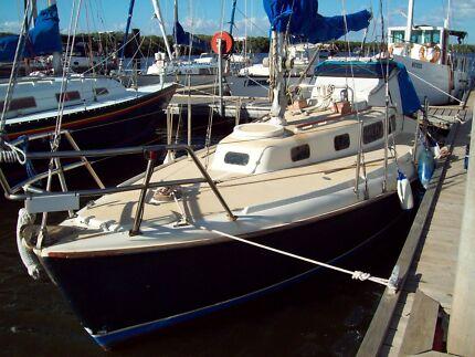 Laurin 28ft f/glass cruising yacht