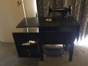 Singer sewing machine Cooloongup Rockingham Area Preview