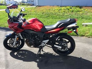 Immaculate 2006 Yamaha FZ6 motorcycle for sale