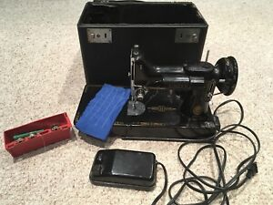 Singer feather weight vintage sewing machine model 221
