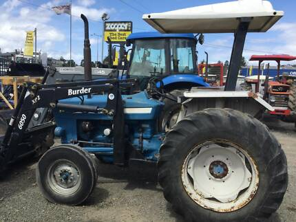 FORD 3600 2WD Tractor with BURDER 6050 loader