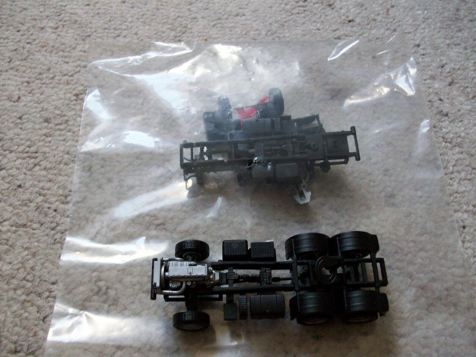 Herpa Iveco Trakker Fahrgestell 4x4 und 6x6