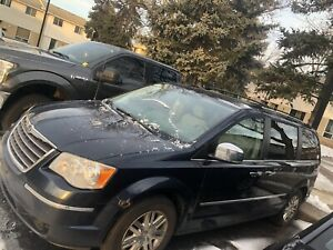 (Potentially sold Sun 17)   2008 Chrysler Town and Country