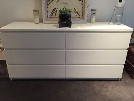 Chest of drawers (white)