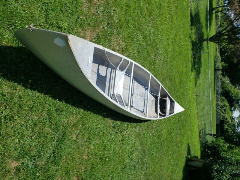 Used 17ft gruman aluminium canoe