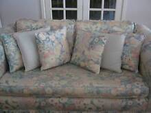 CHESTERFIELD STYLE FLORAL LOUNGE SUITE + EXTRAS Murdoch Melville Area Preview