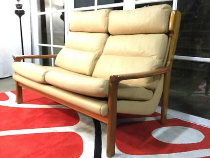 Beautiful Tessa Retro-Vintage Delmont Sofa-Leather-Can Deliver
