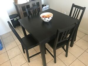 Expandable table with six chairs - 475 OBO