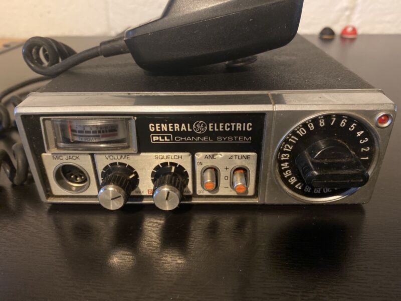 CLASSIC 1977 GENERAL ELECTRIC 40-Channel PLL System Transceiver CB Radio 3-5810A