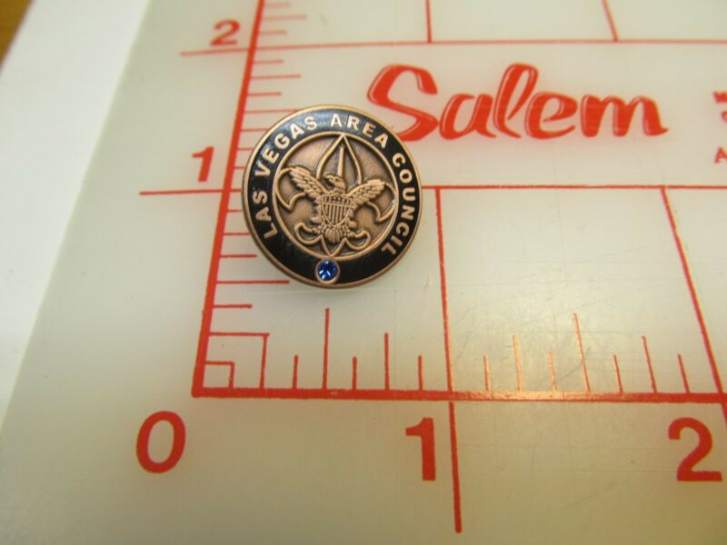 Las Vegas Area Council collectible pin with blue stone (r43)
