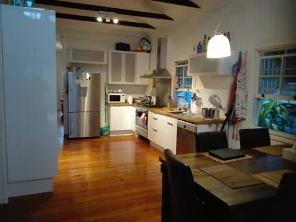 Granny flat, own Bathroom, AC, carpark, 10 min to CBD by Bus