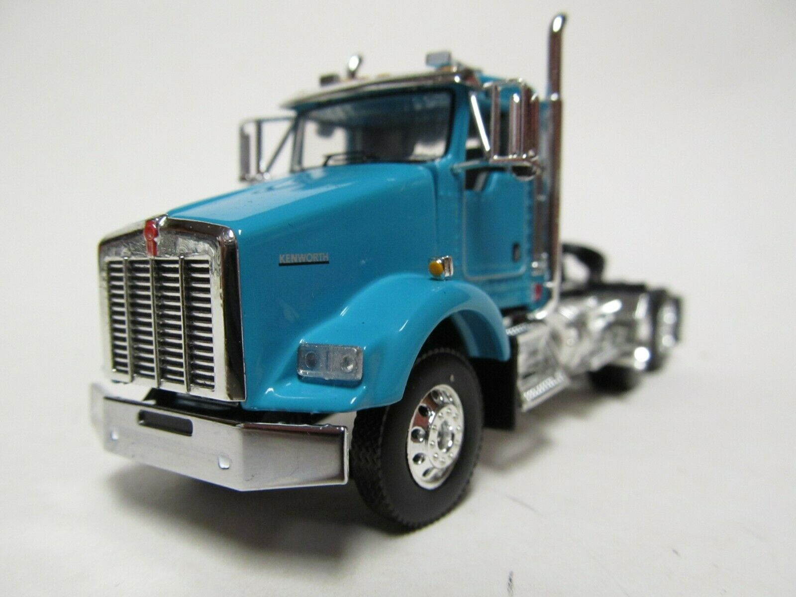 DCP / FIRST GEAR 1/64 SCALE T-800 KENWORTH DAY CAB TEAL & CHROME, YELLOW ENGINE