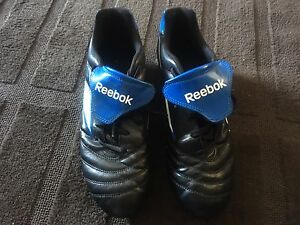 EUC reebok, men's size 10, soccer/rugby cleats