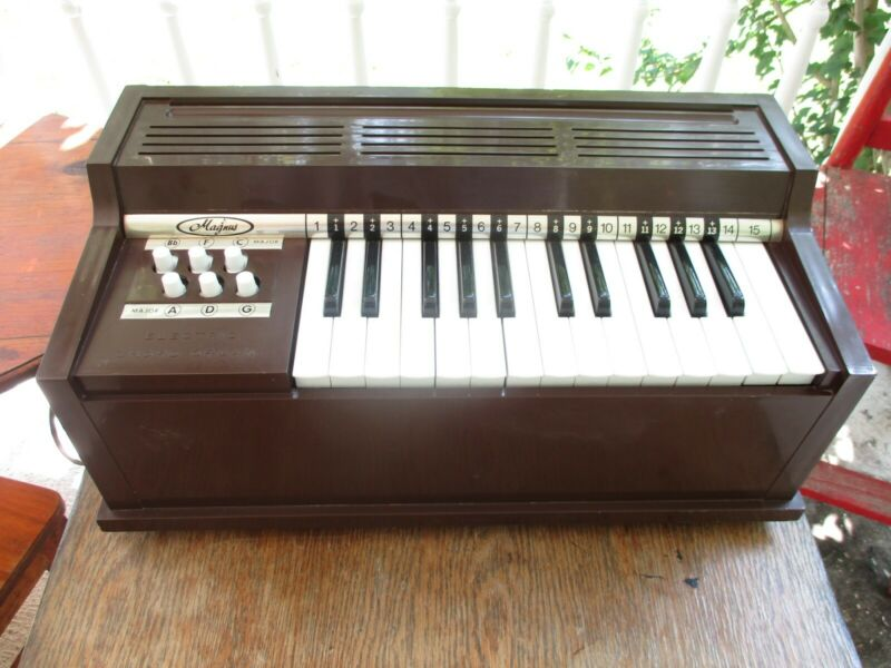 1960s Magnus Electric Chord Organ Model 300 Made in USA Works