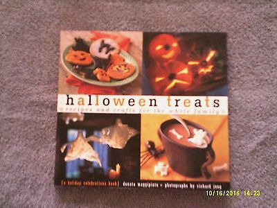 Halloween Treats : Recipes and Crafts for the Whole Family by Donata Maggipinto  - Halloween Crafts And Treats