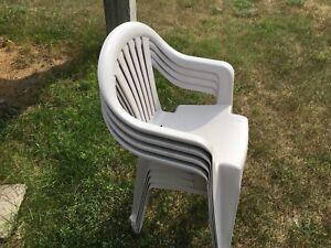 Chaises de patio beige 4 pour 20$