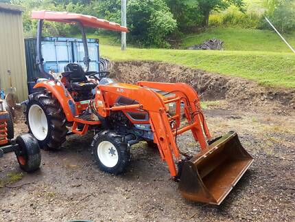 2007 Kioti Tractor , HST , FEL ,4X4, Great cond