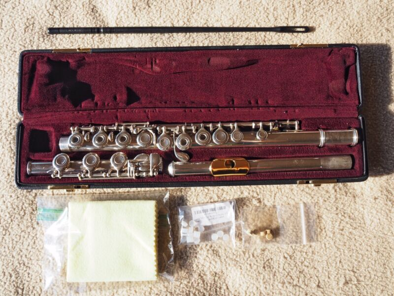 Yamaha 471 Allegro Sterling Silver Flute - Gold Embouchure - Excellent Condition