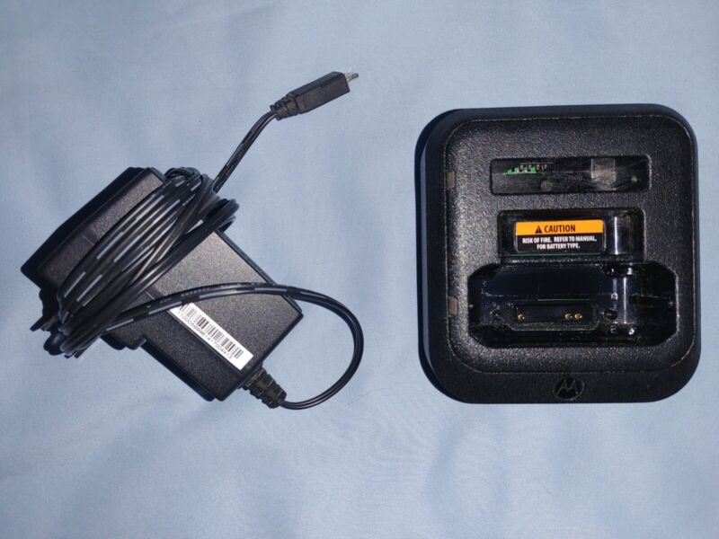 Motorola Minitor VI Standard Charger - RLN6505 - Includes Power Supply