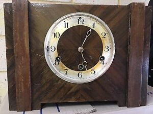 ANTIQUE 1930s-1940s WIND UP MANTLE CLOCK Redcliffe Belmont Area Preview
