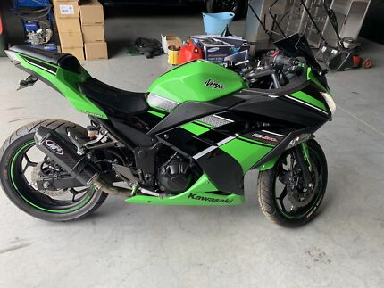 Kawasaki Ninja 300 special edition  2013 ... only  4300km's Box Hill The Hills District Preview