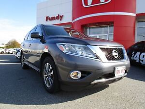 2014 Nissan Pathfinder SV w/heated steering wheel, backup cam, D