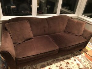 Brown microfibre couch/ Canapé